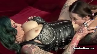 Jenevieve Hexxx makes her girlfriend to lick her hole