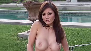 Foxy babe fondles tits outdoors
