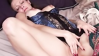 Sleeping mom gets an erotic dream and plays cunt after waking up.