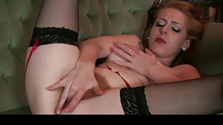 Filthy redhead milf wanks her hairy cunt again