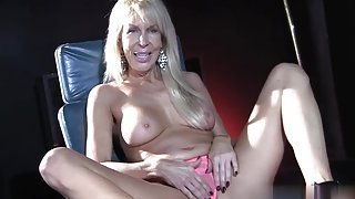 Blonde mom Erica Lauren is acting in spunk flow sex video