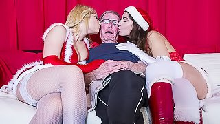 2 girls fuck 2 Old Men and Swallow their cum on chirstmas day