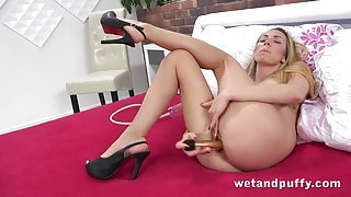Slim babe fucking a big dildo and pissing lustily