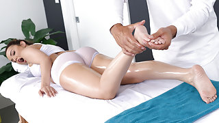 Dillion Harper & Ramon in Kneading A Girl - Brazzers