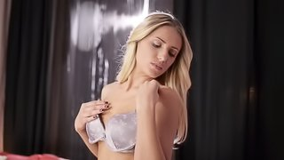Fantastic Jessi Gold Touches Herself In A Solo Model Video