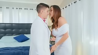 Perfectly-looking Ariella Ferrera and Jordi El Nino Polla have a date