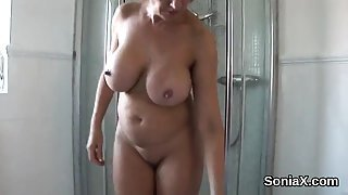 Unfaithful uk mature lady sonia shows off her monster balloo