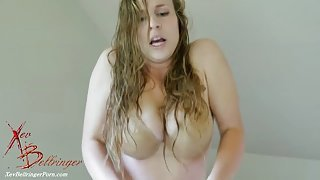 Lovely amateur blonde records herself moaning and screaming