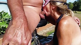 WIFEY BLOWJOB OUTSIDE THEN SNOWBALL S HUBBY