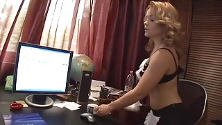 Valentina Blue and Cathy Heaven share dick