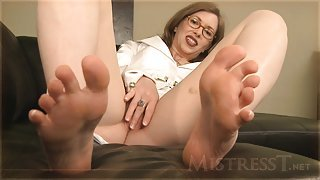 Worship The Mistress Sweaty Toes Feet