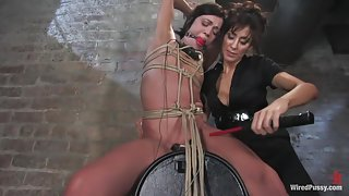 Penthouse Pet gets her pussy wired!!!