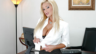 Shyla Stylez & Tommy Gunn in Naughty Office