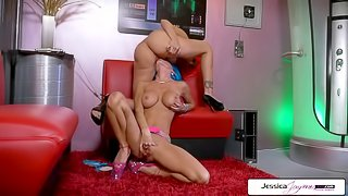 Julia Ann And Jessica Jaymes lesbian duo going off