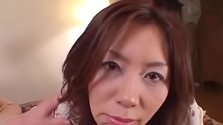 Mature Japanese babe shows off her impressive skills in bed