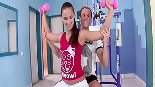 Sexy babe Victoria has a perfect fuck on the fitness equipment