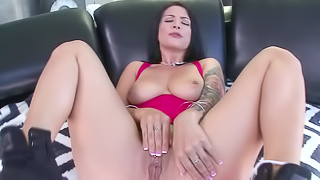 Seasoned baroness shows how she can handle a giant shaft