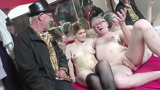 Great BB blowjob from a hooker gets the old guy hard for sex
