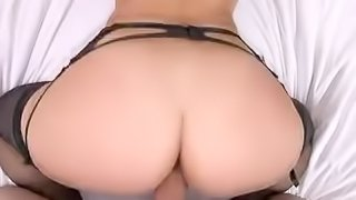Bubble butt in black lingerie gets sex