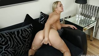 Shiny stockings on a curvy butt babe giving sexy JOI