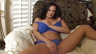 Horny Milf Like To Wank While You Watch