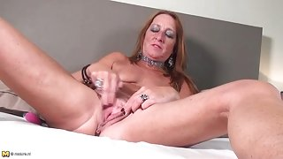 Freckled mature redhead hottie fingers her cunt