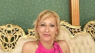 Stunning European granny Yda has a chick spoiling her snatch