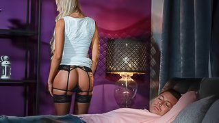 Sultry blonde gets cowgirl creampie