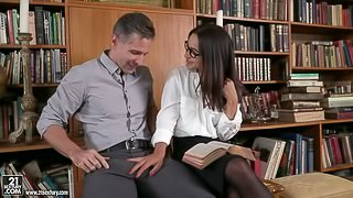 Awesome babe with big boobs Ginebra Bellucci double penetrated in the office