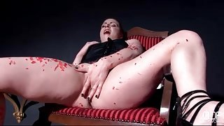 Sexy girl scrapes hot wax off her curvy body