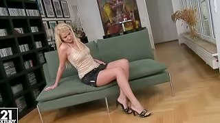 This blonde bombshell always has her vibrator with her