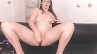 Curvy girl plays with her natural tits on webcam