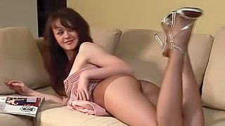 Sweet gal shows off her nice curves