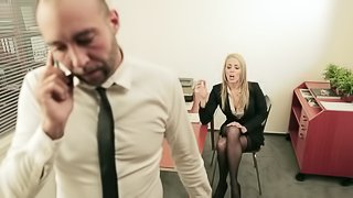 Secretary needs her boss to put her on the desk and fuck her hard