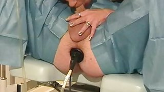 Dominant MILF pleases her kinky thrall
