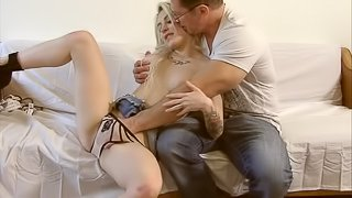 Blonde girl with nice boobs get her pussy rubbed