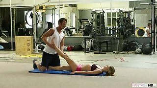 Sports blonde gets fucked in the gym