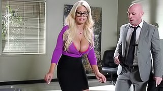 Blonde babe getting her shaved pussy drilled in the office