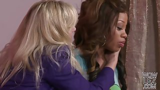 Cindy Craves fucks an ebony girl with a Toy