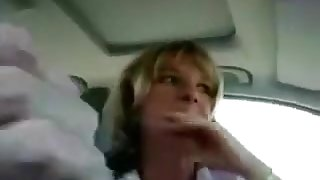 Scandalous cheating wife gives BJ in car during lunch break