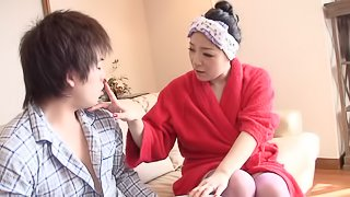 Chubby Japanese mom gets her twat fingered, fucked and creampied