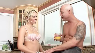 Foxy blonde harlot sucks on a stiff rod and has her juicy cunt rammed