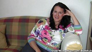 Chubby And Mature Housewife Gets Finger Fucked By The Photographer