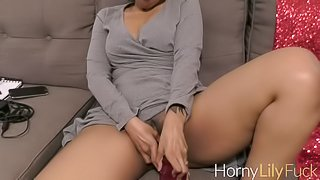 Desi Pornstar Horny Lily Fucking her Pussy With Big Pink Dildo
