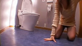 Nice Jap whore takes a big knob in the toilet voyeur video