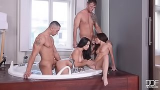 Bath Tub Foursome - Anal Porn Group Sex In The Afternoon