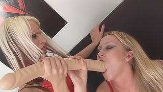 Huge toy pleases babe's dirty desires