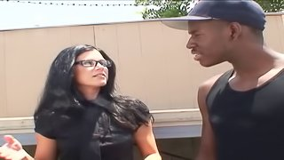 Leggy brunette India Summer wants to feel a black cock