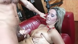 Blonde love to feel tongue in her trimmed pussy