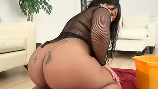 Bria Clydesdale is a plump ebony babe who likes fucking hard